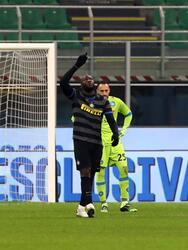 Romelu Lukaku (73') marcó por la vía penal para la victoria. Los de Conte escalaron hasta la segunda posición de la tabla con 27 unidades; Napoli se quedó en el cuarto sitio con 23 puntos.