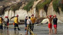 Una persona muere al derrumbarse parte de un acantilado en una playa de Encinitas
