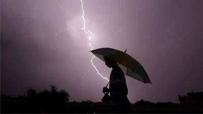 Si estás en medio de una tormenta eléctrica sigue estos consejos para evitar ser impactado por un rayo