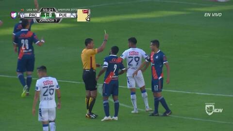 Tarjeta amarilla. El árbitro amonesta a Alonso Zamora de Puebla