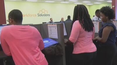 Alcalde de Houston lanza un programa para que los jóvenes consigan un empleo durante este verano