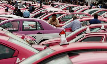 Miles de taxis generan caos en Ciudad de México en protesta contra Uber y otras aplicaciones (Fotos)