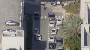 Al menos tres heridos y una persona en custodia deja tiroteo en el Aventura Mall