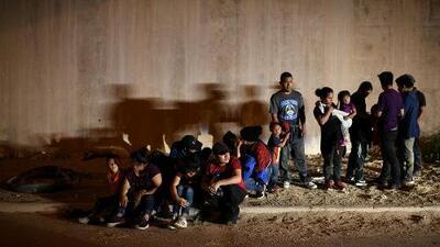 En un minuto: El gobierno busca limitar los permisos de trabajo a solicitantes de asilo