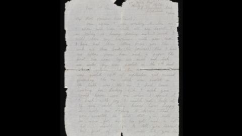 Una anciana recibe la carta que su novio envió hace 77 años y que explica su desaparición
