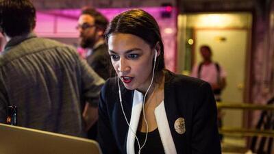 Alexandria Ocasio Cortez, la joven latina que causó un sismo político al ganar las primarias demócratas