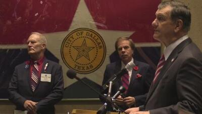 Realizan a puerta cerrada la ceremonia en honor a los veteranos en Dallas