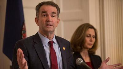 Gobernador de Virginia asegura que no renunciará tras escándalo de foto racista que publicó en su anuario universitario