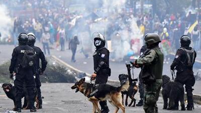 Manifestantes asaltan el Congreso de Ecuador mientras el presidente Moreno entabla diálogo con organizaciones indígenas