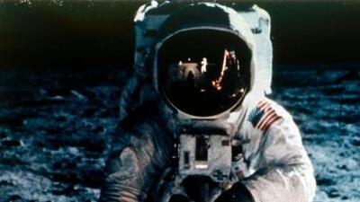Guerra del fútbol, los Beatles y JLo: qué estaba pasando en la Tierra cuando el hombre llegó a la Luna? (en fotos)