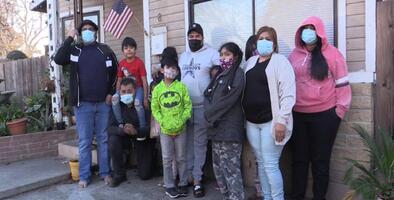 Madre soltera de 11 hijos busca regalar a su familia una Navidad tradicional en medio de los desafíos de la pandemia