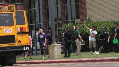 Miedo y consternación entre habitantes de Santa Fe tras mortal tiroteo en una secundaria