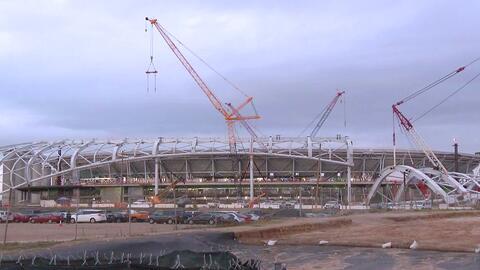 Pese a que el LA Stadium no se ha terminado de construir, comerciantes de la zona ya están sacando provecho