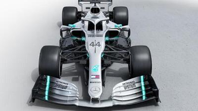 Mercedes anunció su auto para la temporada 2019, el elegante W10