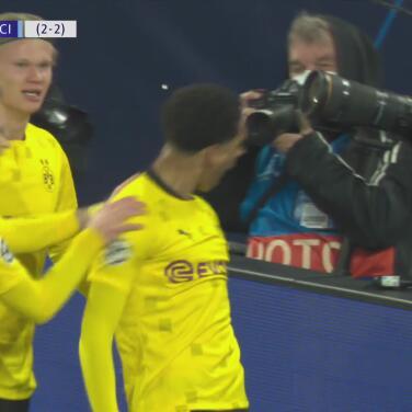 Jude Bellingham pone al frente al Borussia Dortmund