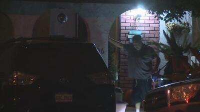 Un hombre armado se atrinchera en una residencia de Monterey Park