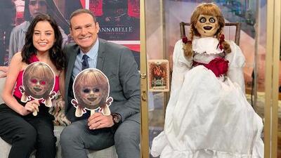 Katie Serife llegó con una terrorífica invitada a Despierta América: 'Annabelle Comes Home'
