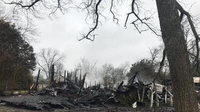 Incendio cobra la vida de dos ancianos en Farmersville