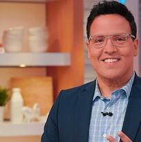 Raúl González celebra 30 años en TV brillando en Despierta América por Univision