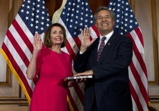 Representantes demócratas por California que apoyan el juicio político contra Trump (Fotos)