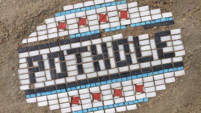Este artista crea obras de arte para cubrir los baches en ciudades como Chicago
