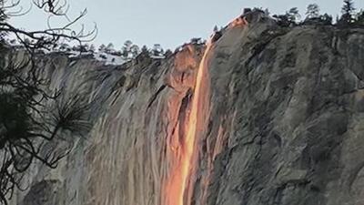 Cascada de agua parece convertirse en fuego en el Parque Nacional de Yosemite, California