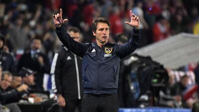 "Guillermo Barros Schelotto le apuntó al VAR tras caer en Seattle: ""No sé por qué no intervinieron"""
