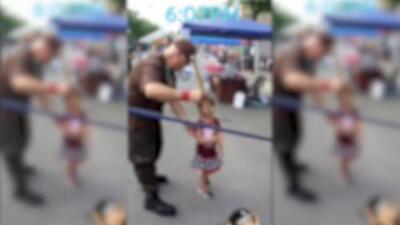 En video: Piñata de 'agente de ICE' causa controversia en evento comunitario en East Side