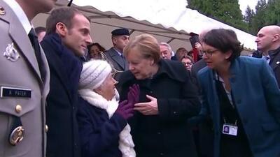 El divertido momento en que una mujer de 101 años confunde a Merkel con la esposa del presidente francés