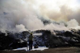 En fotos: la amenaza de incendios disminuye tras de días de muertes, destrucción y miedo en el sur de California