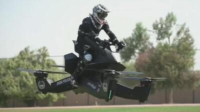¿Te atreverías a irte de viaje en una moto voladora?
