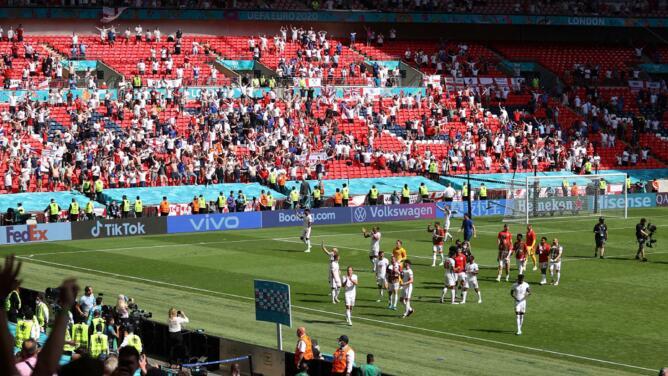 Un seguidor en estado grave tras caerse de la grada de Wembley