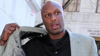 Video de Lamar Odom saliendo de club nocturno en Hollywood