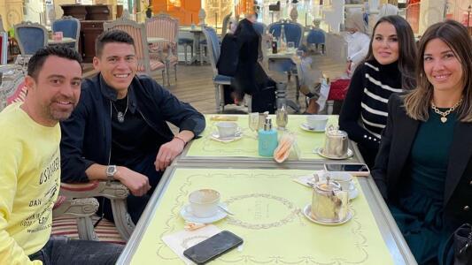 Héctor Moreno presume su amistad con Xavi en Qatar