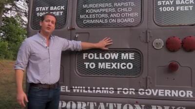 Tras ser acusado de fraude, se entrega a las autoridades el senador que creó el 'autobús de la deportación'