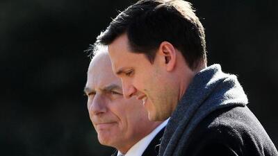 Secretario de gabinete de la Casa Blanca renuncia tras acusaciones de abuso físico de sus dos exesposas