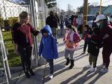 """Sindicato de maestros se opone a la reapertura escolar de Newsom porque """"propaga el racismo"""""""