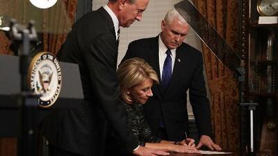 Expertos educadores reaccionan a la confirmación de Betsy Devos como secretaria de educación del país