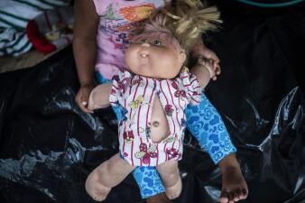 Biblias, juguetes o gorras: las pertenencias más valiosas de los migrantes de la caravana (fotos)
