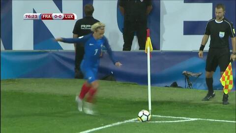 Uyy!! Casi gol. Paul Pogba patea y da en el arco