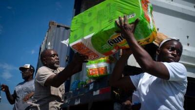"""""""Esta es la peor situación que he visto en Las Bahamas"""": los que llegan a reconstruir el desastre dejado por Dorian"""