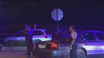 Un hombre muere tras ser baleado mientras conducía durante un fin de semana violento en Chicago