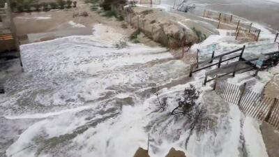 En fotos: Marejadas de Florence comienzan a inundar zonas costeras