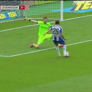 ¡De lo sublime a lo ridículo! Cunha falla en mano a mano ante Hradecky su segundo gol