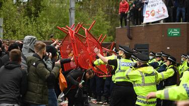 Posponen Manchester United vs. Liverpool por protestas de fans