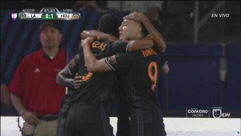 Metrallazo de Beasley y gol de Manotas pone a ganar al Dynamo en Los Angeles