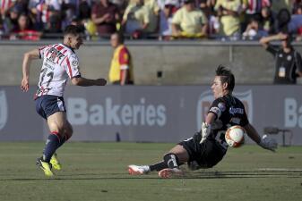 En fotos: el gol de despedida al 'Moi' y el fútbol del Clásico Nacional en Los Ángeles