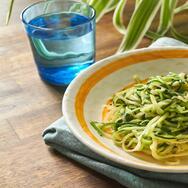 Fideos de zucchini con espinaca y parmesano