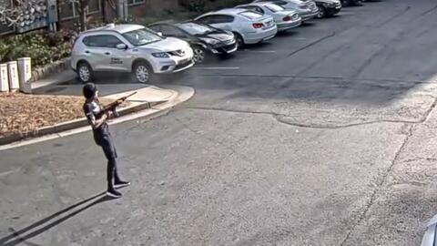 Buscan a hombre armado con un rifle que disparó dos días seguidos contra unos apartamentos