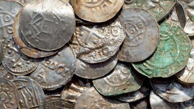 En fotos: El tesoro vikingo de 1,000 años de antigüedad descubierto por un adolescente en Alemania